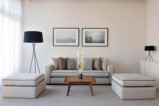Premium Suite - Living Area