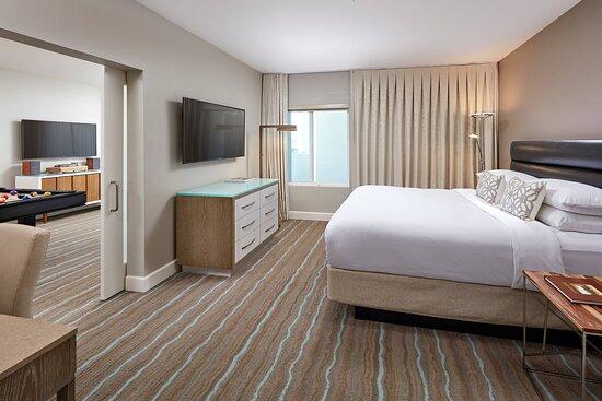 Billiards King Suite - Bedroom
