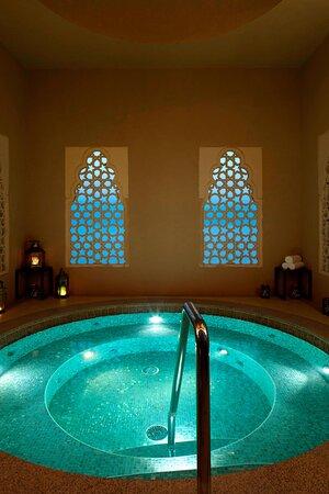 Emirati Suite Jacuzzi