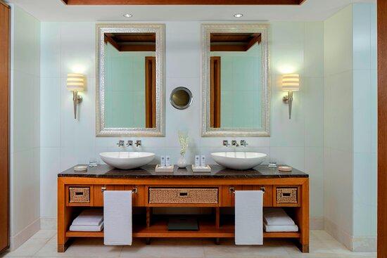 Astor Suite Bathroom - Vanity