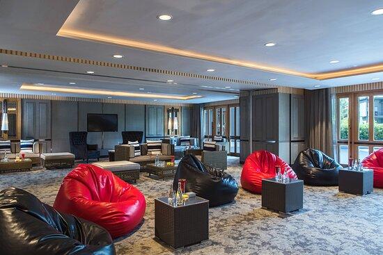 Rajpruek & Thipmontha Meeting Room - Meetings Imagined