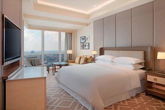 Sheraton Suite - Bedroom