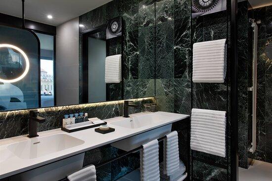 Mosaic Junior Suite - Bathroom