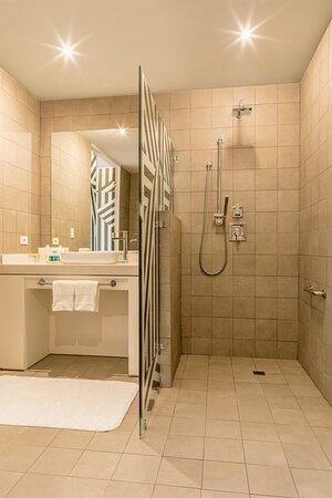 Spectacular Accesible Bathroom