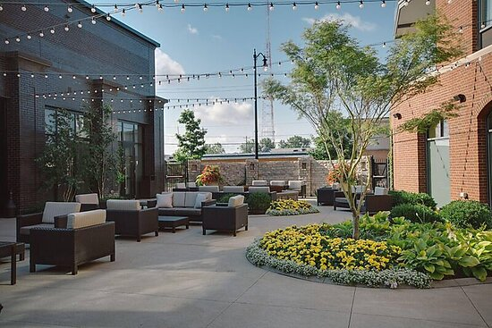 Grandview Heights, OH: Outdoor Patio and Firepit