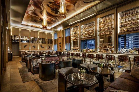 LOUIX LOUIS Grand Bar and Restaurant