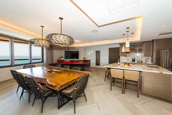 Presidential Suite - Dining & Kitchen