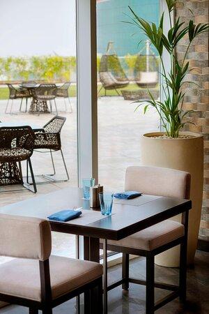 Aqua Poolside Grill & Bar - Restaurant Window Seating