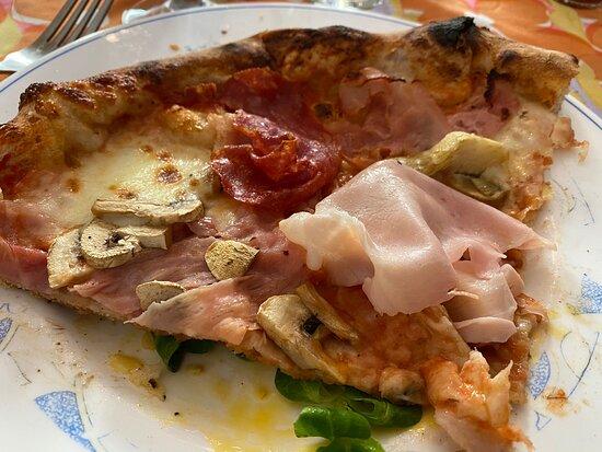 Pizzas excellentes, délicieuses, succulentes ! Je ne trouve pas de mot assez fort pour ces fantastiques pizzas!