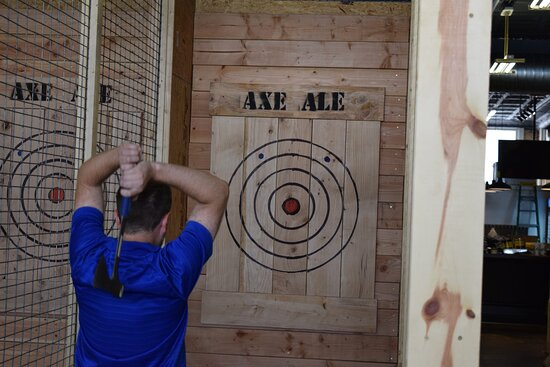Trained axe coaches will help you learn the perfect throw!