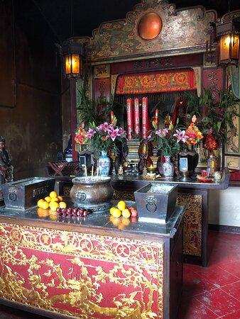 Mui Wo Man Mo Temple - interior