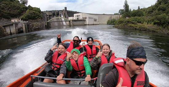 Extreme Jet Boat Tour - 45 minutes: We went all the way up river to the Karapiro Dam