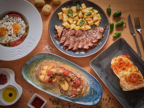 Secreto ibérico, pulpo frito, tosta de huevo con chorizo y huevos a la jardinera.