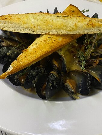 Apple Cider Thyme Mussels