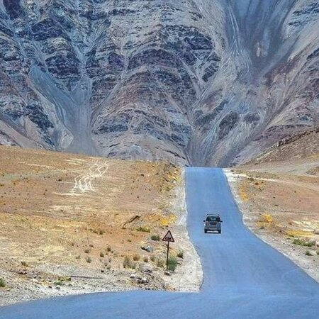 Manali to ladakh road view please visit ladakh do something new sometime and come our restaurant thank you namaste 🙏🙏🙏😊