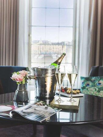 Room service champagne