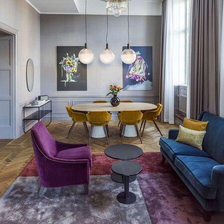 Sea Salon Suite living room