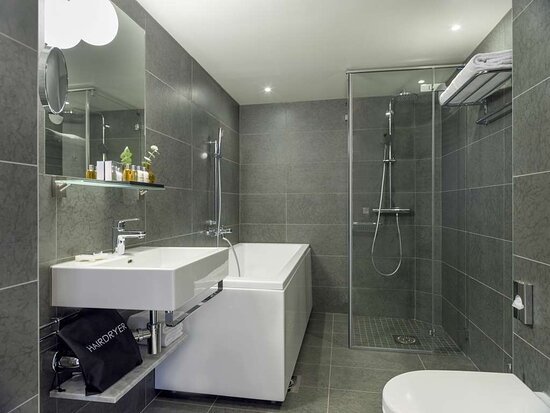 Sea Salon - bathroom