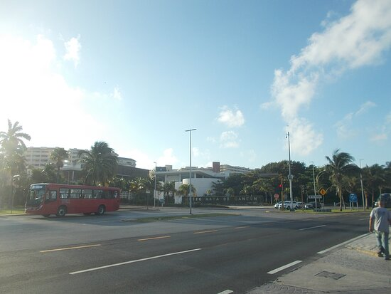 View of the Museum from across the street (after getting off a public bus along Blvd. Kukulcan)