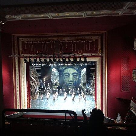 """Спектакль """"Три маски короля"""" - грандиозное зрелище! Музыка, хореография, необычные декорации не оставят равнодушным даже далёкого от искусства человека."""