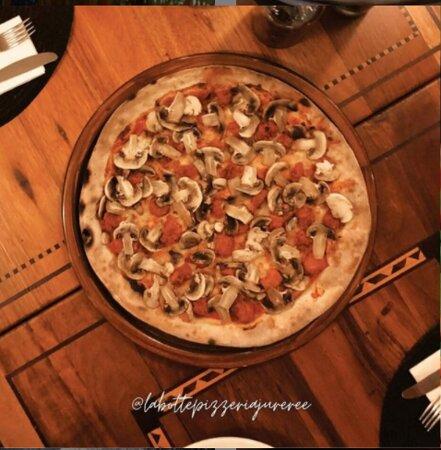 Pizza maravilhosa para comer em casal