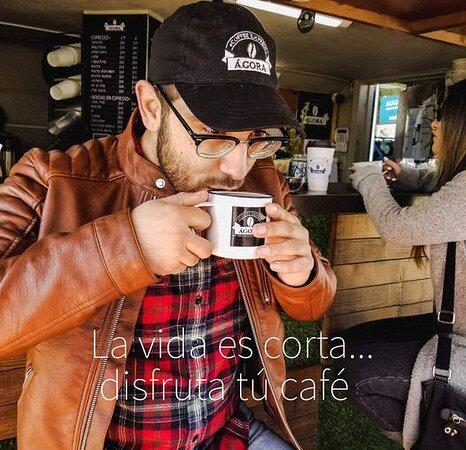 La vida es corta, disfruta tú café.