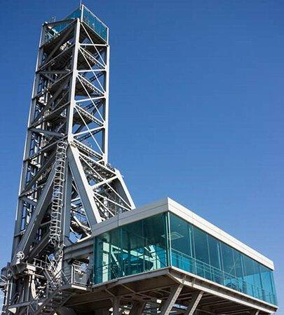 Au 1er étage, la salle-musée. En haut des 40 m, le Belvédère.