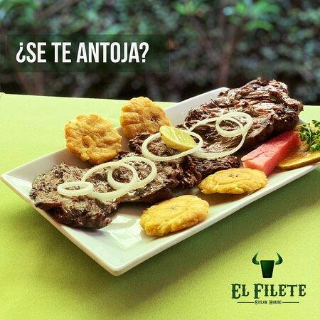 Nindiri, Nicaragua: 16 onzas. de Lomo de Costilla asado, acompañado con aros de cebolla y tostones.