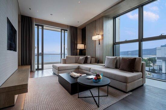 1 King Bed 1 Bedroom Club Ocean Suite