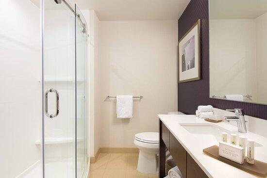 Executive King Suite – Bathroom