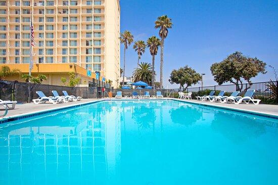 Crowne Plaza Ventura Beach Hotel Swimming Pool