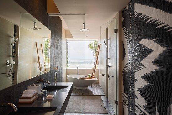 Deluxe Ocean Terrace Guest Room - Bathroom