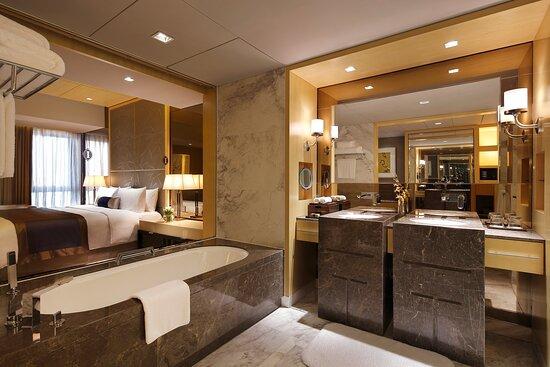 Superior Suite - Bathroom