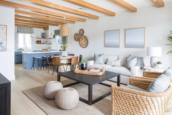 Harbor Cottage - Living Area
