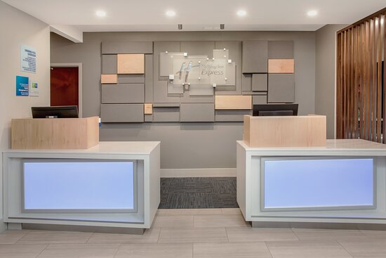 OUR FRIENDLY STAFF AWAITS YOUR ARRIVAL AT THE HOTEL FRONT DESK