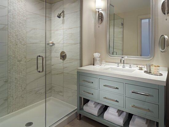 Sunset Lodge & Suites Shower Bathroom