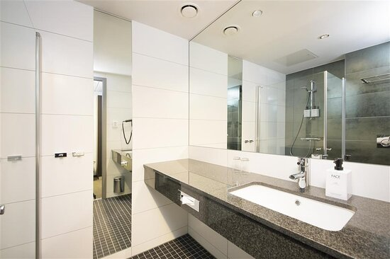 Standard king bathroom rooms