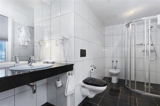 NEW Scandic Hell Vaernes junior suite bathroom