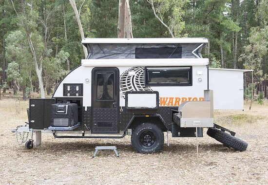 Fraser Coast, Austrália: Our 12ft Off Road Eagle Warrior Hybrid complete with Internal Ensuite, Queen Bed, External Kitchen, 85L Fridge/Freezer, Air Conditioning & much more.