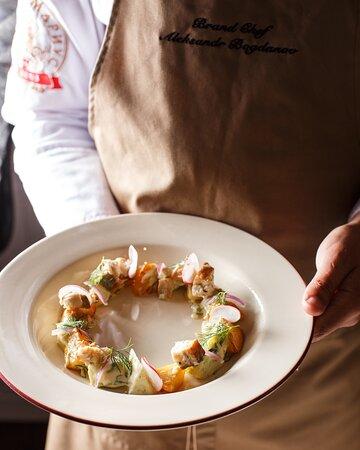 Салат с треской горячего копчения, картофелем и ароматным маслом