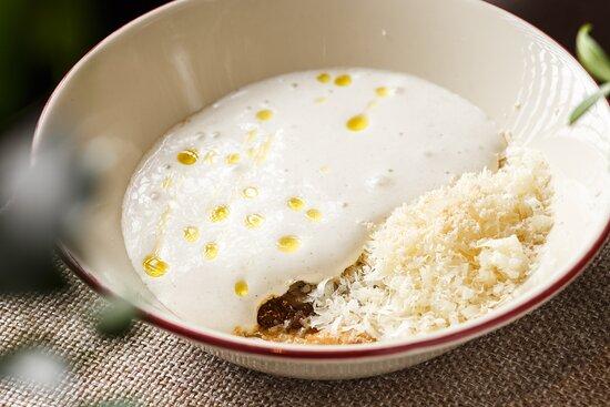 Белые грибы припущенные в сливочном масле  с пеной из пармезана и трюфеля