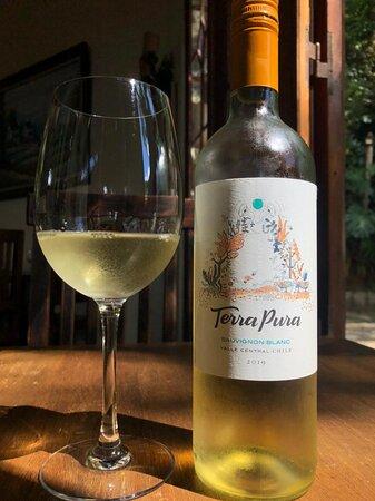 [verão] A melhor bebida pra essa estação!   Vinhos brancos, verdes e rosés. Bebidas leves que dão toques de frescor aos dias quentes.