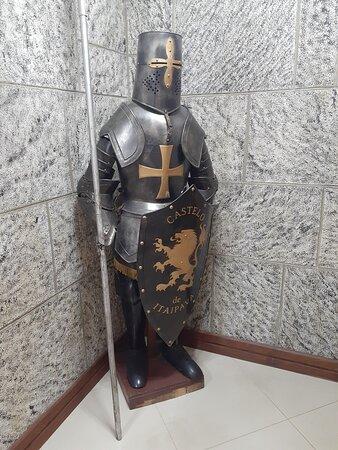Figura de um cavaleiro medieval presente no interior do Castelo