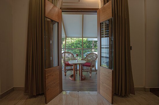 Presidential Suite       Spacious room, Air conditioning,Bath tub, Separate seating & dining area, LCD TV, extra large spring mattress, Mineral water, Daily news paper, Study table, Fully loaded bathroom toiletries