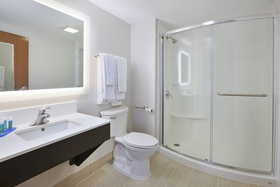 King Corner Suite Bathroom