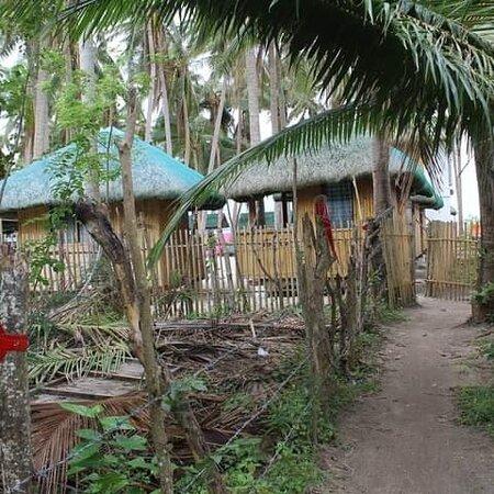 Marinduque Island, Filipinas: Wawie's Beach Resort at Maniwaya Island, Sta.Cruz, Marinduque.