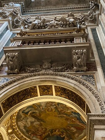 Cappella Paolina. There are no wall frescoes below the entablature. Flanking the altar in their place are two cantorie or opera-boxes for solo musical performers.
