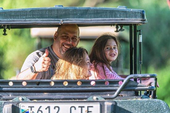 Tanzania safari (4-day): Дети на сафари всегда остаются в восторге. Если дети небольшие, то они всегда могут поспать на заднем рудо сидений. Там можно лечь в полный рост