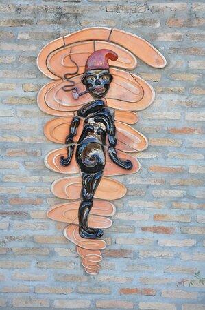 Caceres, MT: Passeio Artístico - Saci em Cerâmica de Ita Ceramista na Rua Dom Aquino esquina com rua Mal. Deodoro, Centro
