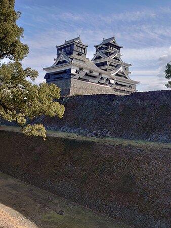 地震で崩れた石垣が痛々しいが、ここはとても軽いほうです